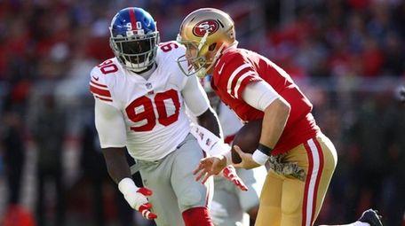 Jason Pierre-Paul of the Giants pursues C.J. Beathard
