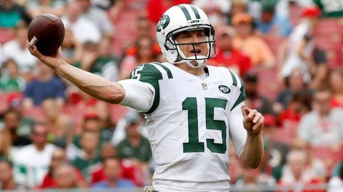 Josh McCown of the Jets throws to a