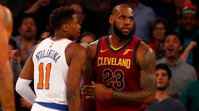 LeBron is only one not laughing at Knicks recruiting banner