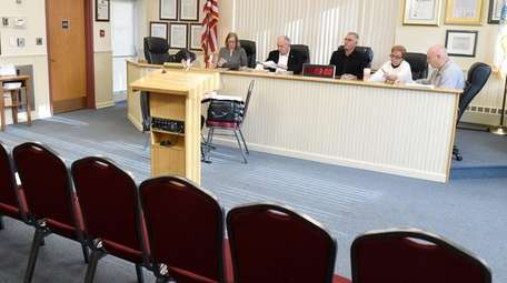 No Islandia residents attended the public budget hearing