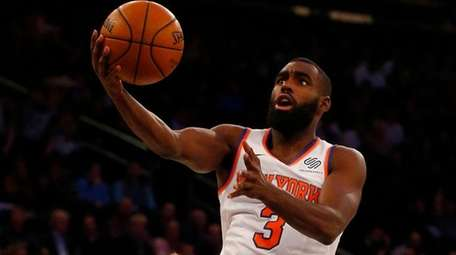 Tim Hardaway Jr.of the Knicks goes to the