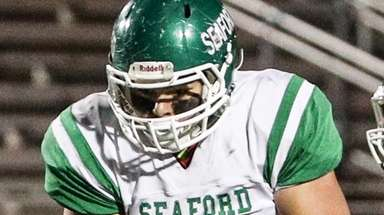 Nick Calandra of Seaford runs with the ball