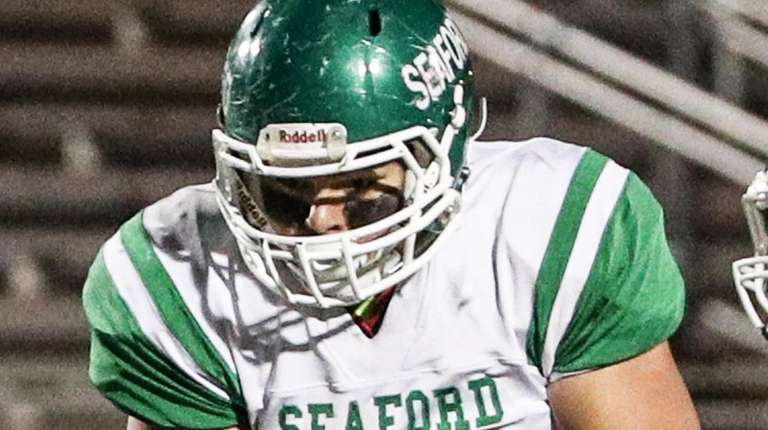 Nick Calandra of Seaford runs with the ball