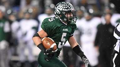 Lindenhurst's Rick Conway runs for a touchdown against