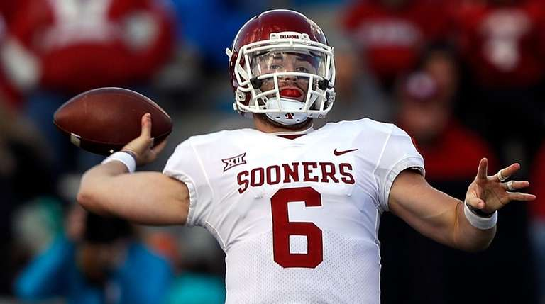 Baker Mayfield of Oklahoma passes against Kansas