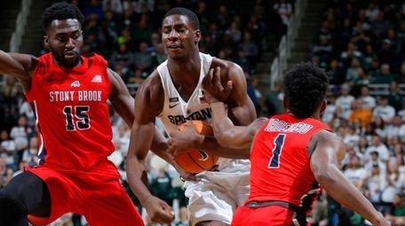 Michigan State's Jaren Jackson Jr., center, drives against