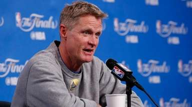 Warriors head coach Steve Kerr talks to the