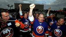 Islanders fans rally in support of the Lighthouse