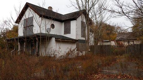 Brookhaven Town wants to demolish this historic Montauk