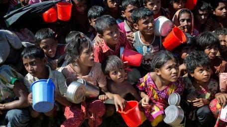 Rohingya Muslim children, who crossed over from Myanmar