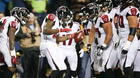 Mohamed Sanu of the Falcons celebrates a touchdown