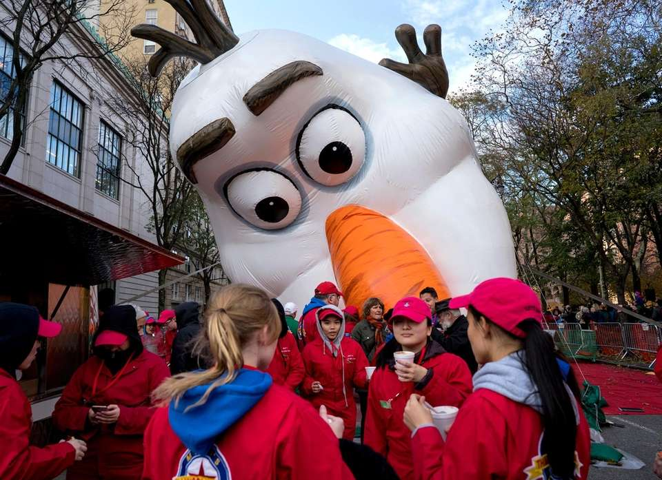 The Olaf balloon is inflated by its crew