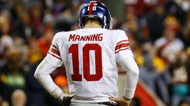 New York Giants quarterback Eli Manning (10) looks