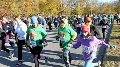 Runners participate in the Turkey Trot at Nissequogue
