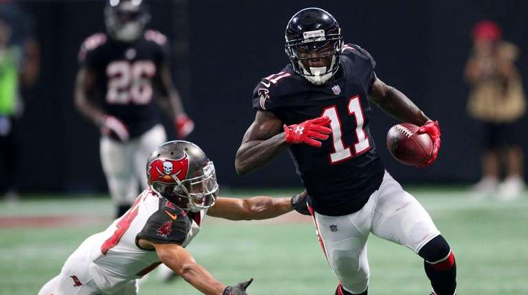 Falcons wide receiver Julio Jones runs against Buccaneers
