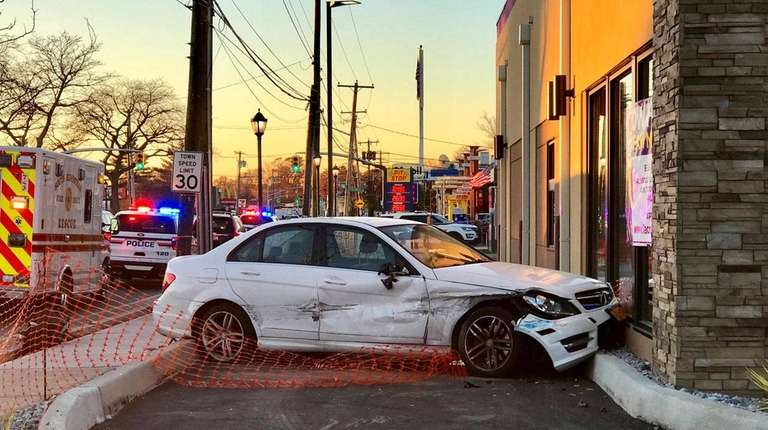 Police Car Crashes Into New Taco Bell In South Hempstead Newsday