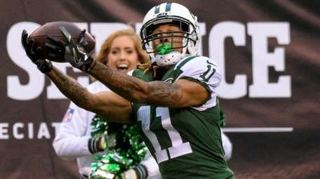 Jets wide receiver Robby Anderson pulls in a