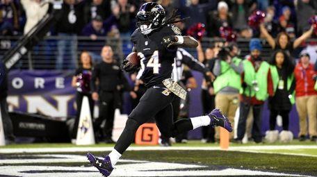 Ravens running back Alex Collins scores a touchdown