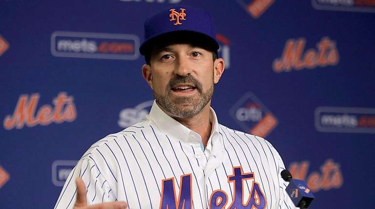 Mets manager Mickey Callaway speaks to the media