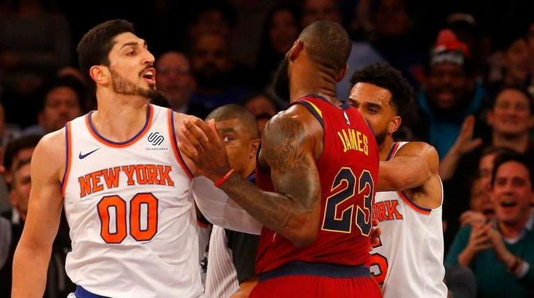 Knicks' Enes Kanter jumps at chance to troll LeBron James for ejection