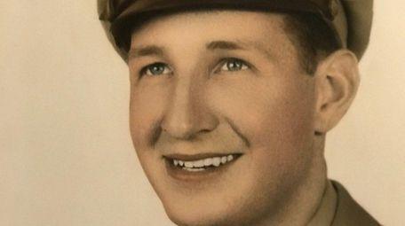 World War II pilot Robert L. Mains will