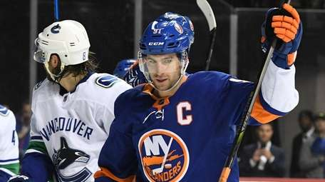 Islanders center John Tavares reacts after Anders Lee