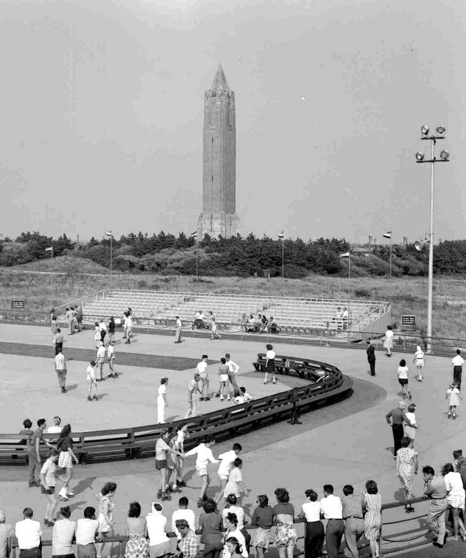 September 2,1946 - Crowd at rollerskating rink at