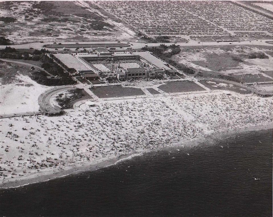 Aerial view of Jones Beach in 1948. (July