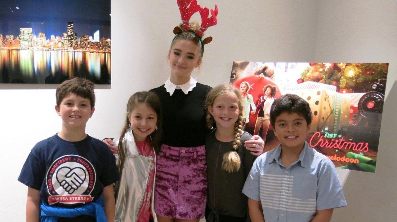 Nickelodeon movie \'Tiny Christmas\' is big on laughs | Newsday