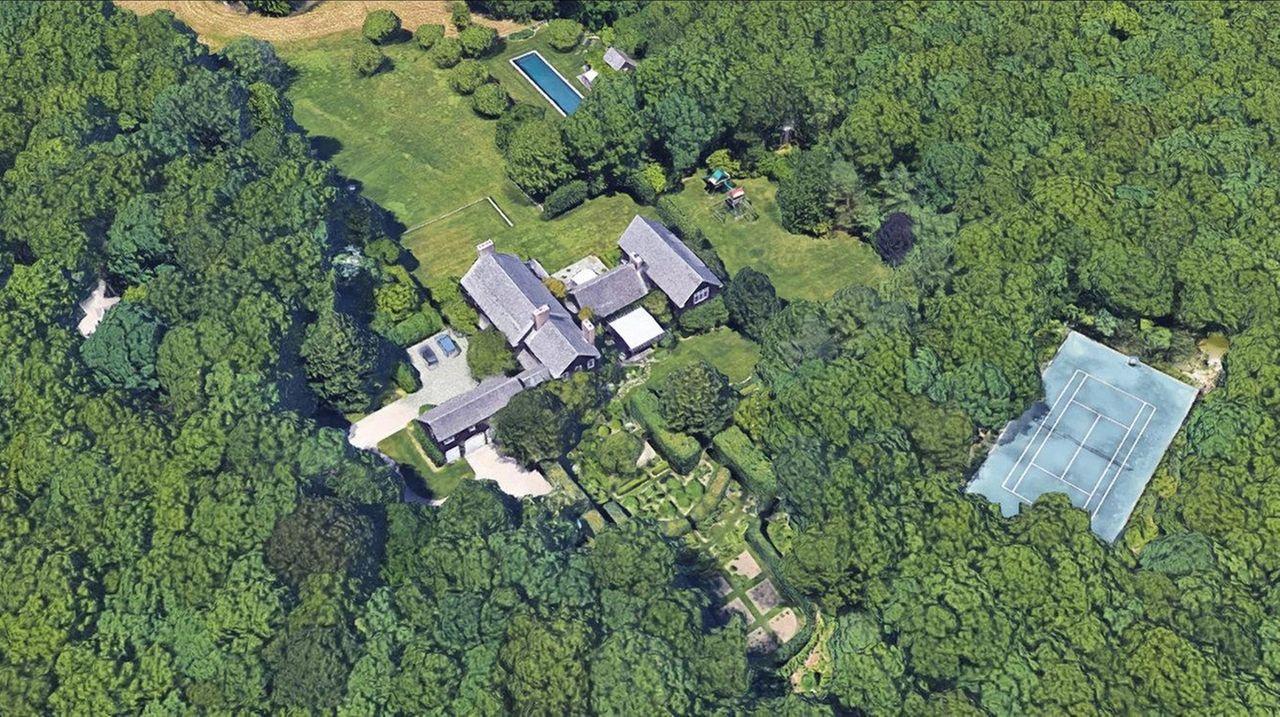 Matt Lauer S 15 Million Hamptons Home Still For Sale Newsday