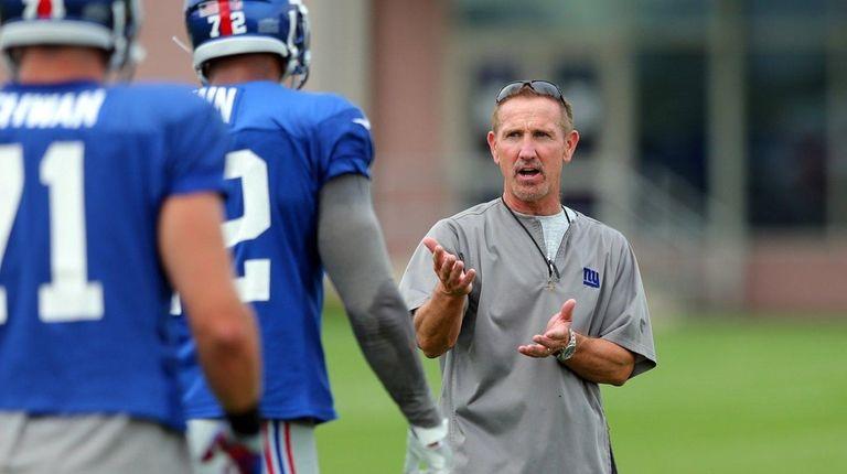 New York Giants defensive coordinator Steve Spagnuolo works