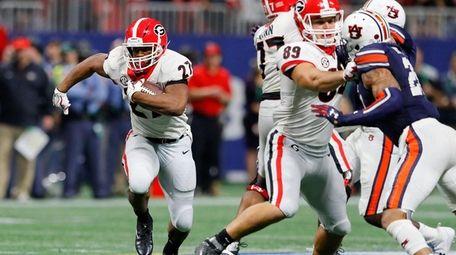 Nick Chubb of the Georgia Bulldogs runs the