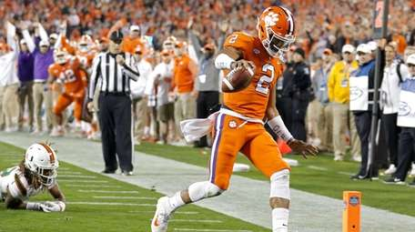 Clemson's Kelly Bryant runs for a touchdown against Miami