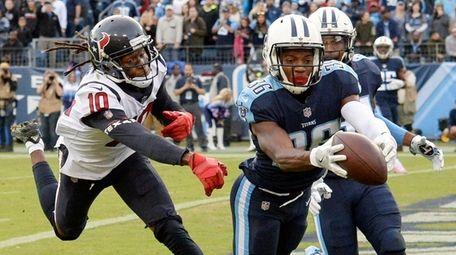 Titans cornerback LeShaun Sims intercepts a pass in