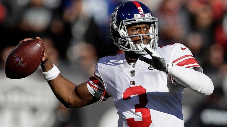 New York Giants quarterback Geno Smith (3) passes