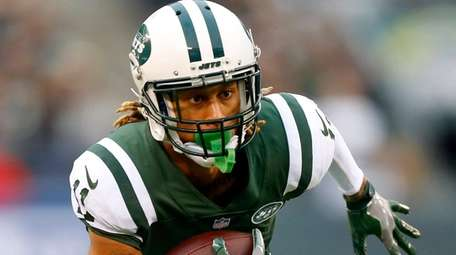 Robby Anderson of the Jets runs the ball after
