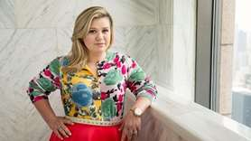 Kelly Clarkson told Extra in a November 2017