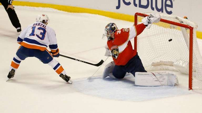 Islanders center Mathew Barzal scores against Florida Panthers