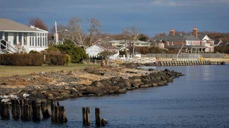 Waterfront homes in Bayport on the Great South