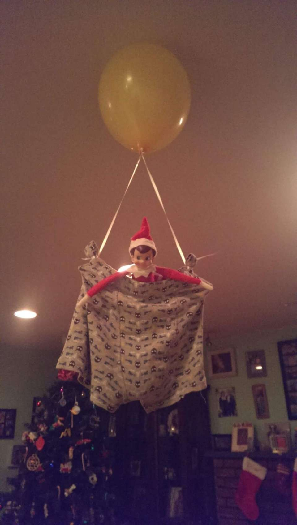 The most creative elf on the shelf ideas newsday for Elf on the shelf balloon ride