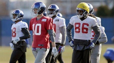 Giants quarterback Eli Manning participates in practice in