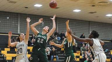 Caroline McLaughlin #22 of Carle Place, second from