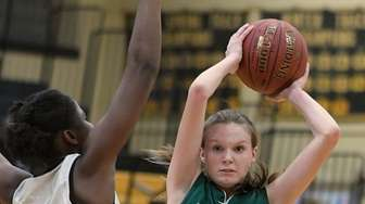 Erin Leary #21 of Carle Place, right, looks