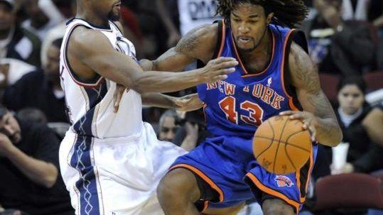 New York Knicks' Jordan Hill, right, attempts to