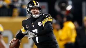 Pittsburgh Steelers quarterback Ben Roethlisberger (7) throws a