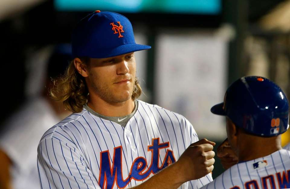 Mets fans put their fingers in their ears