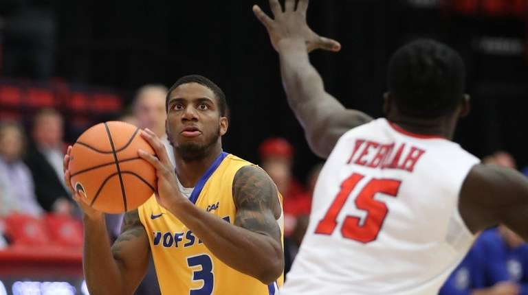 Justin Wright-Foreman scored 33 points to lead Hofstra
