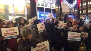 Left-leaning Jewish groups picketed in Midtown Manhattan Thursday