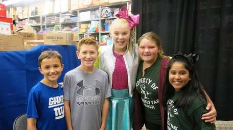 JoJo Siwa with Kidsday reporters, from left, Sean
