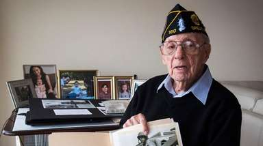 Iwo Jima survivor Phil Kahn with a photo